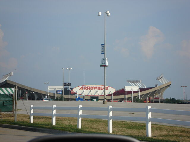 File:Arrowhead Stadium-1195769521-403.jpg