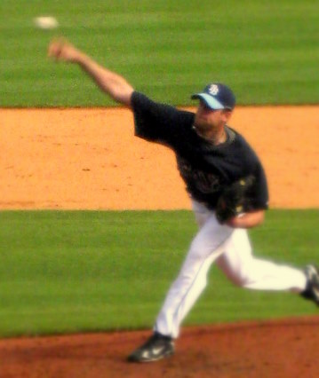 File:1206048121 Mitch Talbot Delivers.JPG