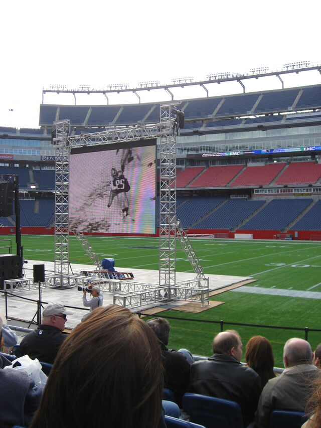 File:Gillette Stadium-1195777255-350.jpg