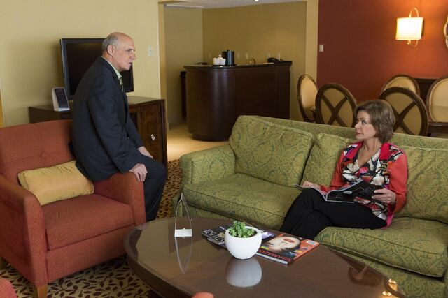 File:4x10 - Lucille and George Bluth 01.jpg