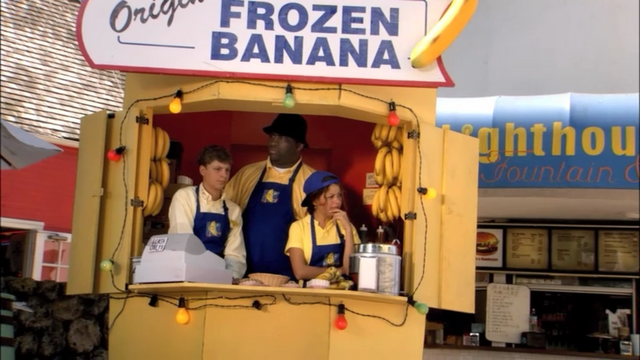 File:1x02 Top Banana (34).png