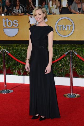 File:2014 SAG Awards - Portia de Rossi 04.jpg