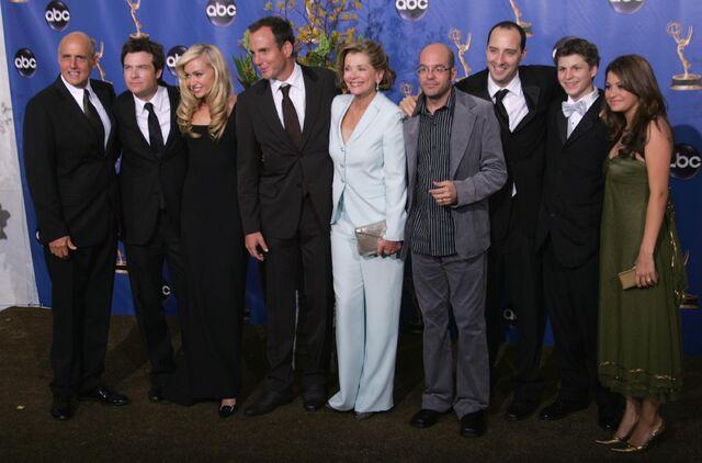 File:2004 Primetime Emmy Awards - Arrested Development Group 03.jpg
