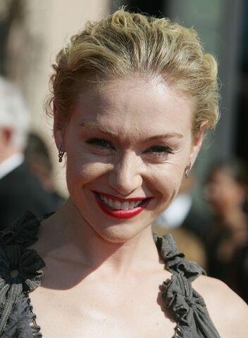 File:2006 Primetime Emmy Awards - Portia de Rossi 01.jpg