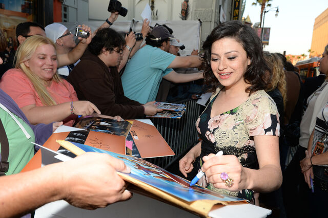 File:2013 Netflix S4 Premiere - Alia Signing Autographs.jpg
