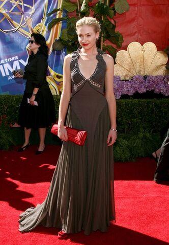 File:2006 Primetime Emmy Awards - Portia de Rossi 02.jpg