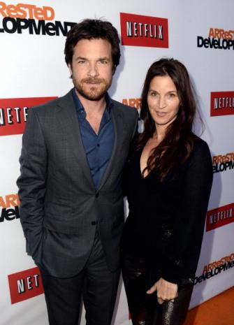 File:2013 Netflix S4 Premiere - Jason and Amanda 03.jpg