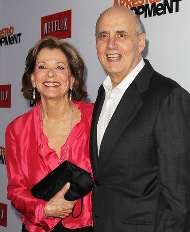 File:2013 Netflix S4 Premiere - Jessica and Jeffrey 03.jpg