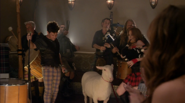 File:4x04 The B. Team (099).png