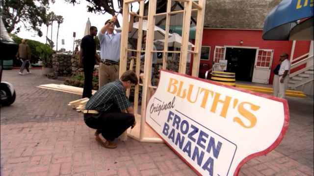 File:1x02 Top Banana (48).png