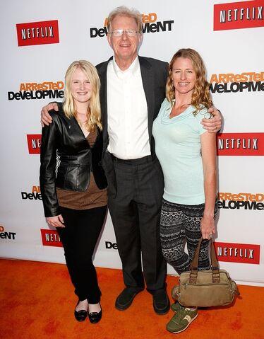 File:2013 Netflix S4 Premiere - Ed Beagley and Rachelle 1.jpg