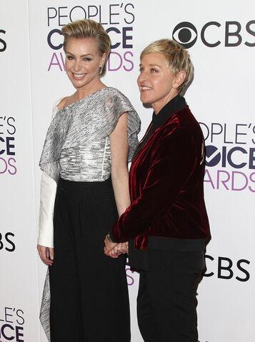 File:2017 People's Choice Awards - Portia and Ellen 01.jpg