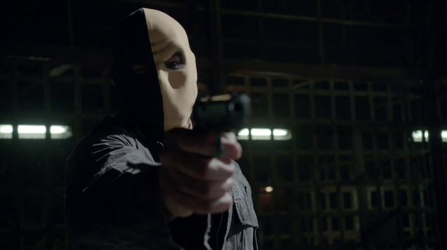 File:Slade in his old mask pointing a gun.png