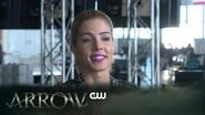 Arrow Heroes v Aliens - Behind The Scenes The CW