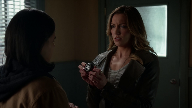 File:Laurel Lance shows Cisco her sister's sonic device.png