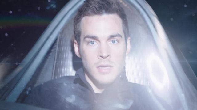 File:Mon-El flies into a wormhole.png