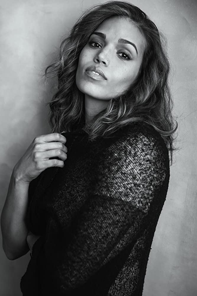 File:Ciara Renée.png