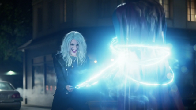 File:Livewire electrocuting Supergirl.png