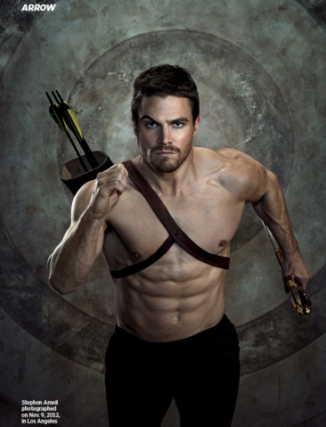Archivo:Shirtless Oliver running with arrows strapped to his back.png