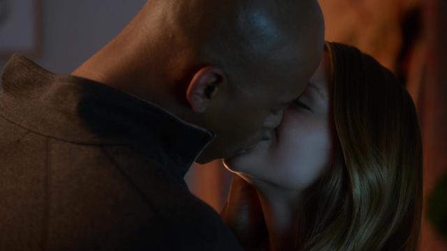 File:James and Kara kiss.png