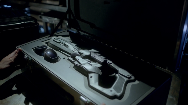 File:The Cold Gun and its complimentary goggles in their stolen case.png