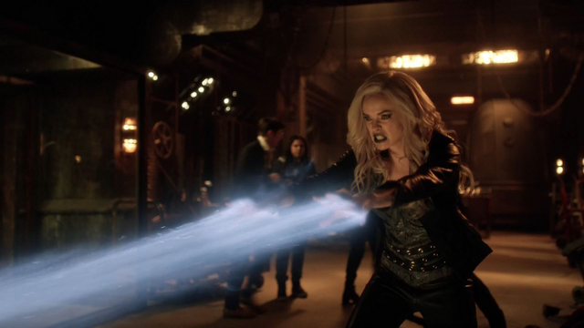 File:Caitlin attacks Zoom.png