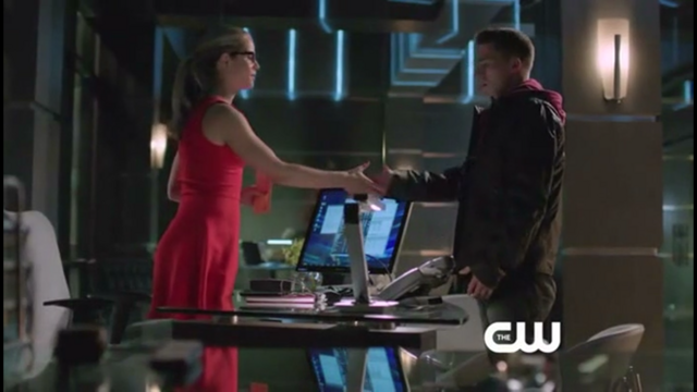 File:Felicity introducing herself to Roy.png