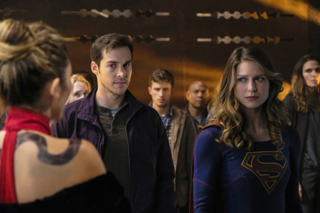 File:Mon-El and Kara on Maaldoria.png