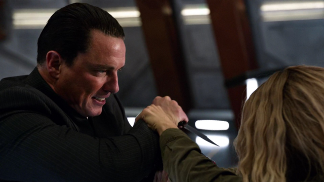 File:Malcolm Merlyn fighting Sara Lance.png