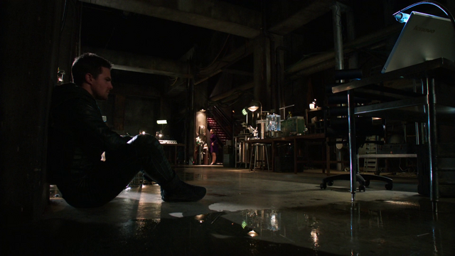 File:Oliver Queen in the Arrowcave after learning Walter is alive.png