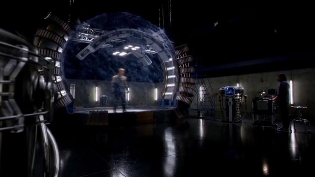 File:Cisco analyzes Eobard Thawne's Reverse-Flash hologram.png