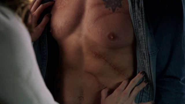 File:Laurel Lance looking at Oliver Queen's scarred body.png