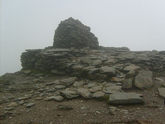 File:Top of Coniston Old Man.JPG