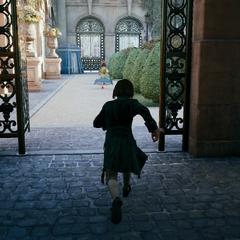 Arno volgt Élise de la Serre