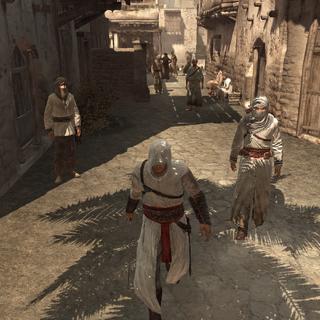 Altaïr escorteert de informant naar de stadspoort.