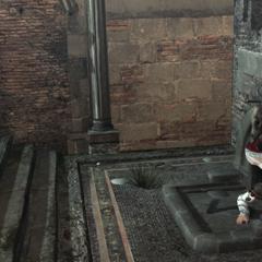 Ezio gaat de schuilplaats van Romulus binnen