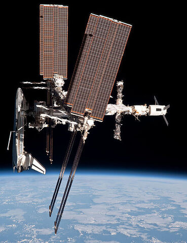 File:512px-ISS and Endeavour seen from the Soyuz TMA-20 spacecraft 28.jpg