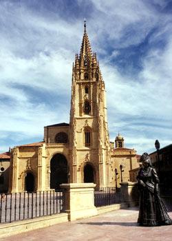 Archivo:Catedral y regenta.jpg