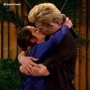 Austin y ally beso