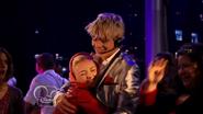 Austin & Jessie & Ally Can You Feel It (27)