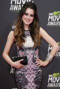 Laura-marano-2013-mtv-movie-awards-01