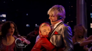 Austin & Jessie & Ally Can You Feel It (26)