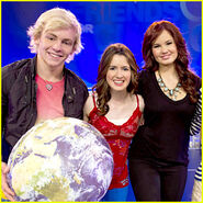 Ross-lynch-laura-marano-kids-nature-wdw