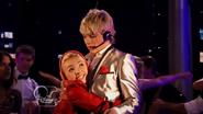 Austin & Jessie & Ally Can You Feel It (24)