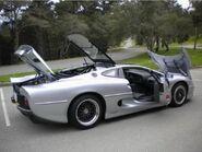 Jaguar-xj220-10