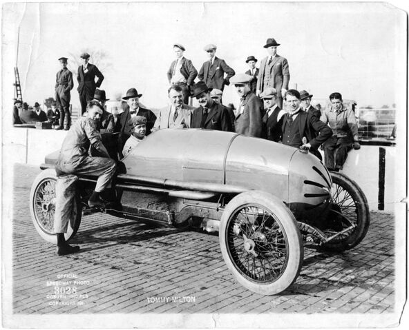 File:Tommy Milton 1921.jpg