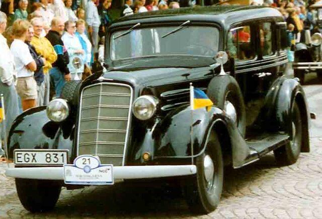 File:Oldsmobile 1934.jpg