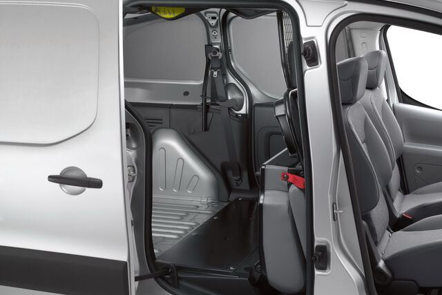 File:Peugeot-Partner-Crew-Van-0016.jpg