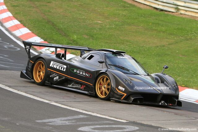 File:Pagani-zonda-r-spied-on-the-ring-setting-new-647-lap-time 100315242 h.jpg