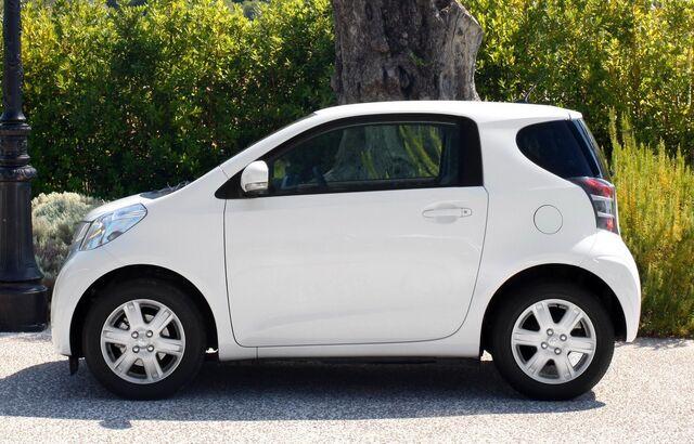 File:Toyota-iQ-European-9.jpg